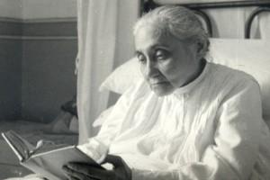 LUISA-READING-HOLY-SCRIPTUE